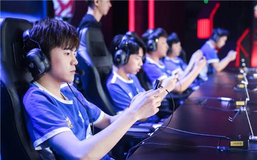 斗鱼签约战队eStarPro成功杀入败者组决赛